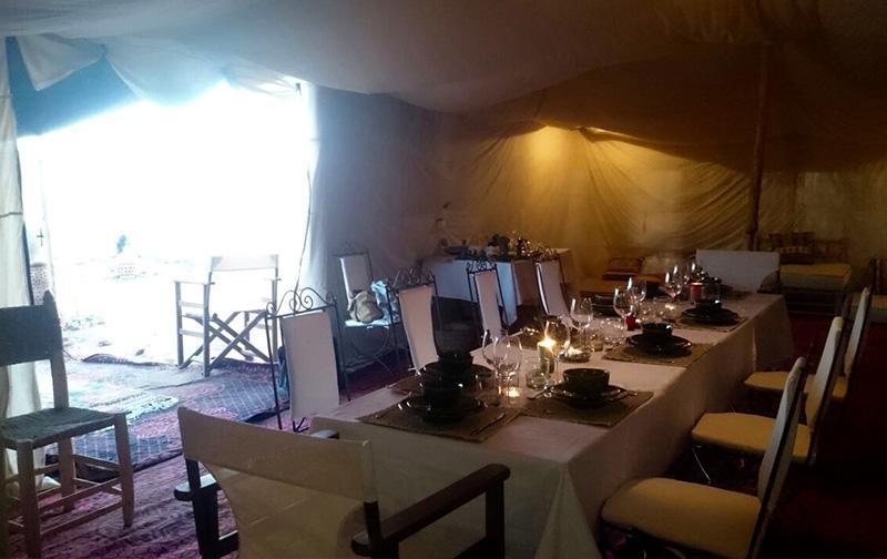 Mise en place restaurant au camp de luxe